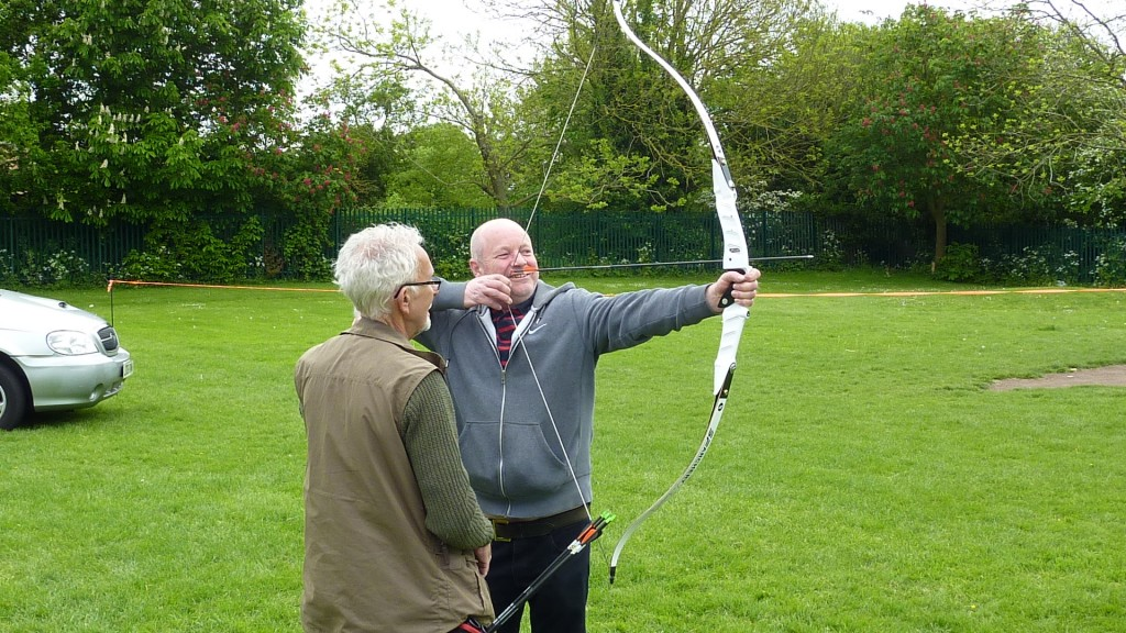 Good Neighbours Get Hooked on Archery